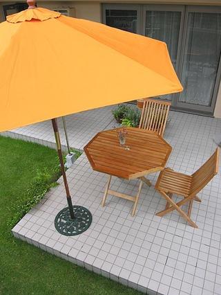 20051008_garden_table